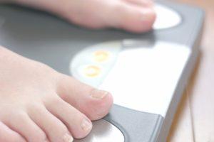 雑穀と体重計