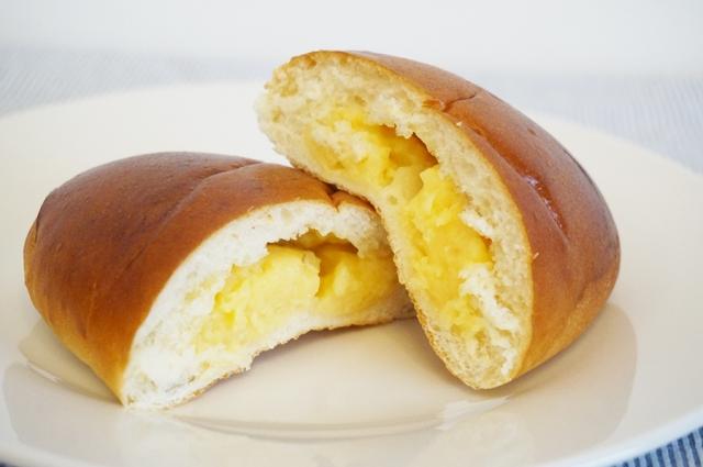 クリームパン 割れている