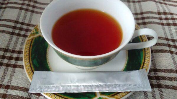 マヌカハニースティックと紅茶